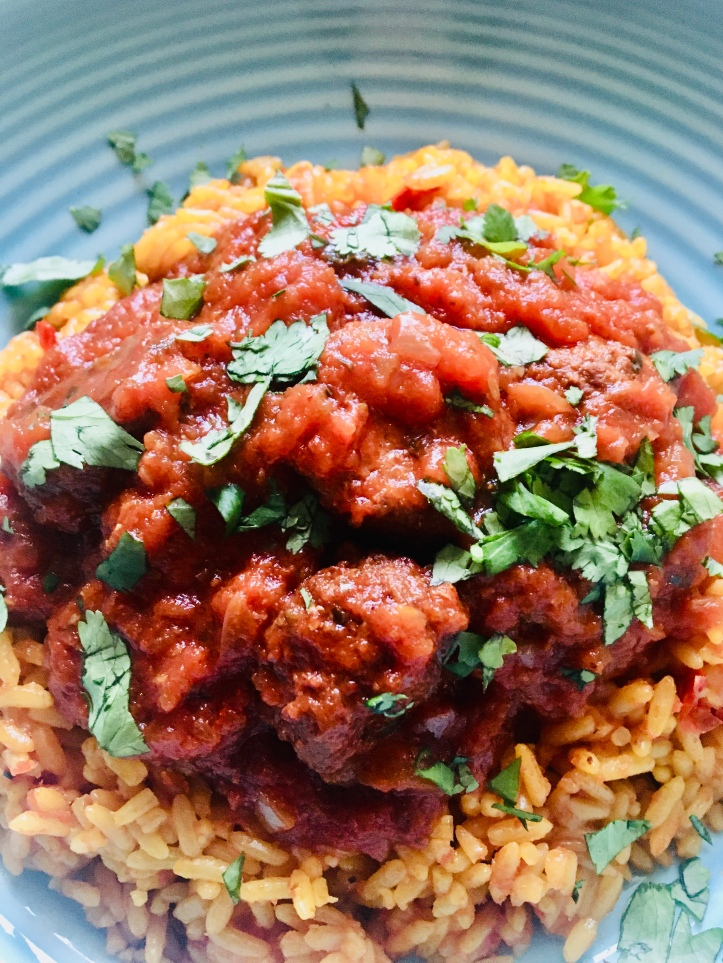Slow-cooker Mexican meatballs in chipotle sauce, delicious slow-cooked Mexican food